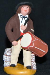 Le tambourinaire entraine la farandole provençale.